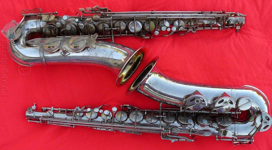 Klingsor tenors, tenor saxophones, silver, red background