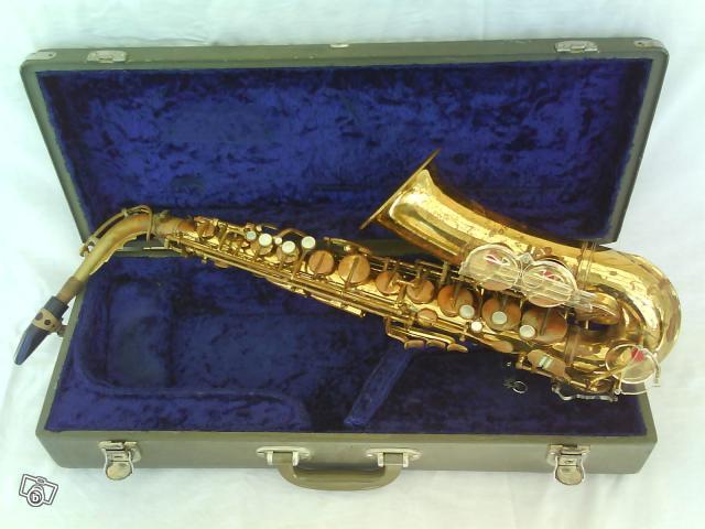 alto saxophone, alto sax case, Lipson, Hammerschmidt, gold lacquer, acrylic key guard, blue velvet,