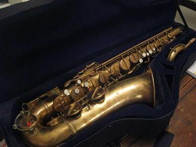 tenor saxophone, tenor sax case, Lipson, Hammerschmidt, gold lacquer, acrylic key guard,