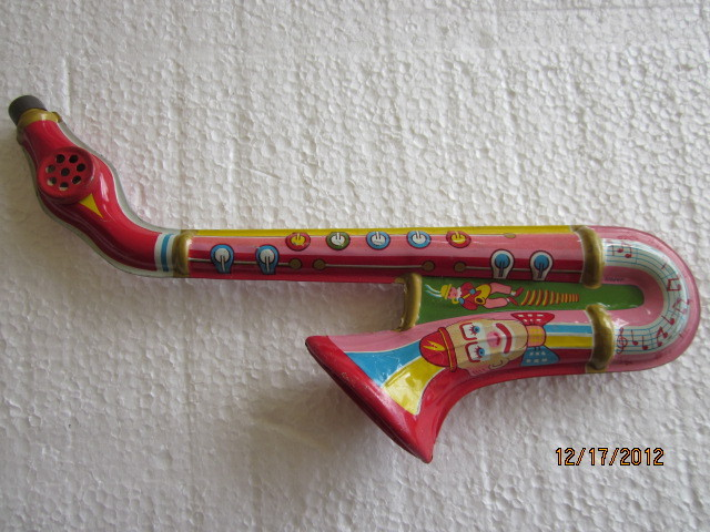 kazoo, tin, saxophone-shaped, painted kazoo