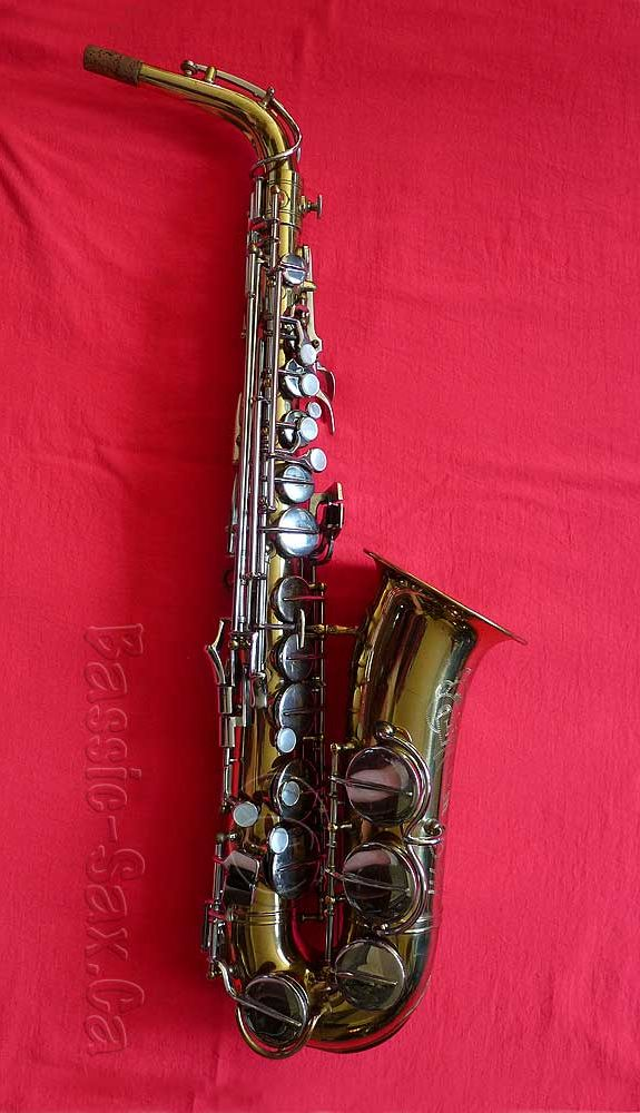 Hohner President alto sax, saxophone, red background, Max Keilwerth,