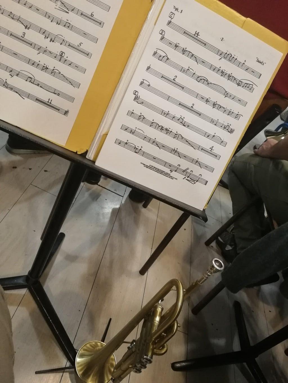 trompettiste concert toile sous toile