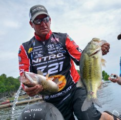 Kevin VanDam loads up his Championship Sunday bag. Photo by Joel Shangle.