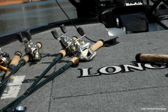 No barco de Jeff Kriet, no Bassmaster Classic de 2008, lá estava pronto a usar um Ha-ma-ku-ru