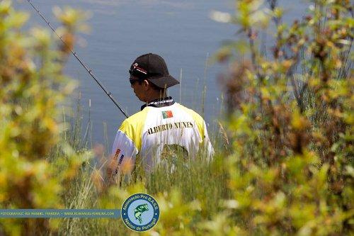 Em acção de pesca (Foto por Rui Manuel Ferreira)