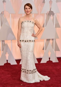 Julianne Moore in Chanel. Questa volta la vincitrice dell'Oscar come miglior attrice protagonista poteva fare decisamente meglio.