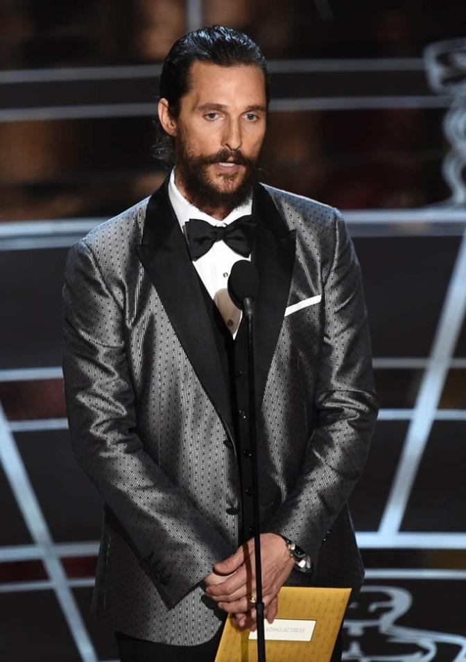 """Matthew McConaughey in Dolce&Gabbana. Giacca """"sobria"""" (su pantalone scuro) ma decisamente d'effetto. Mi strapiace!"""