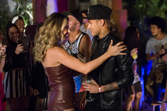 A atriz Giovanna Antonelli e o jogador Neymar, que faz uma participação na nova novela. Foto: Globo/João Miguel Júnior