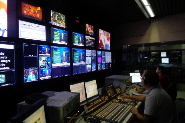 Atraso em algumas emissoras da Globo irritam usuários do Twitter.