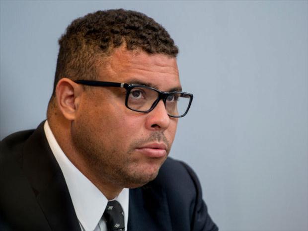 Ronaldo luta na Justiça contra indenização à vizinha; entenda o caso