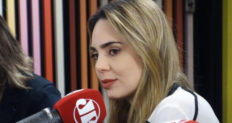 """Rachel Sheherazade pede sala exclusiva, SBT acaba com """"sala de marmitas"""" e irrita funcionários"""