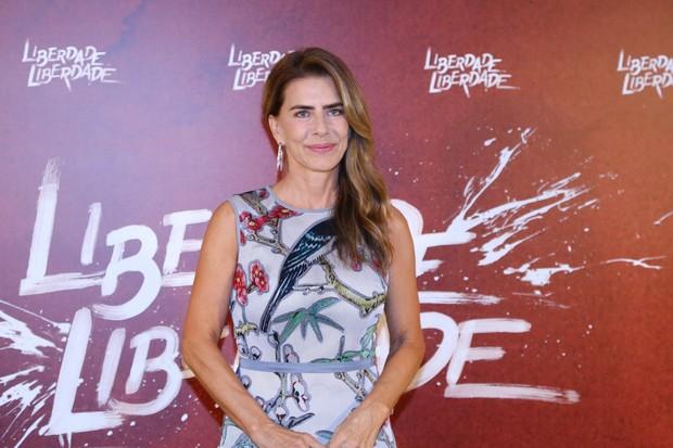 Regina Duarte se irrita ao vivo na TV após críticas de