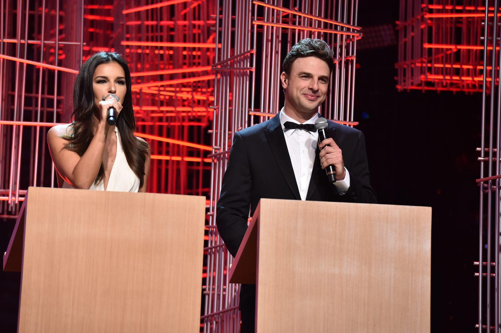 Concurso será apresentado por Mariana Rios e Cássio Reis. Foto: Divulgação/Band