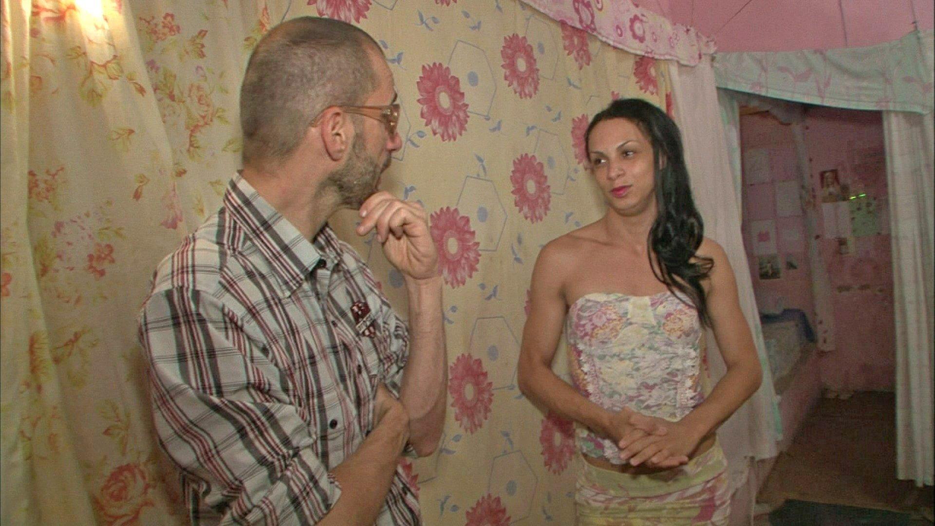Cazé entrevista detenta da ala LGBT. Foto: Band/Divulgação