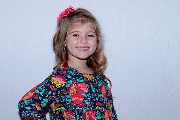 Aos 6 anos, Lorena Queiroz quer escrever livro