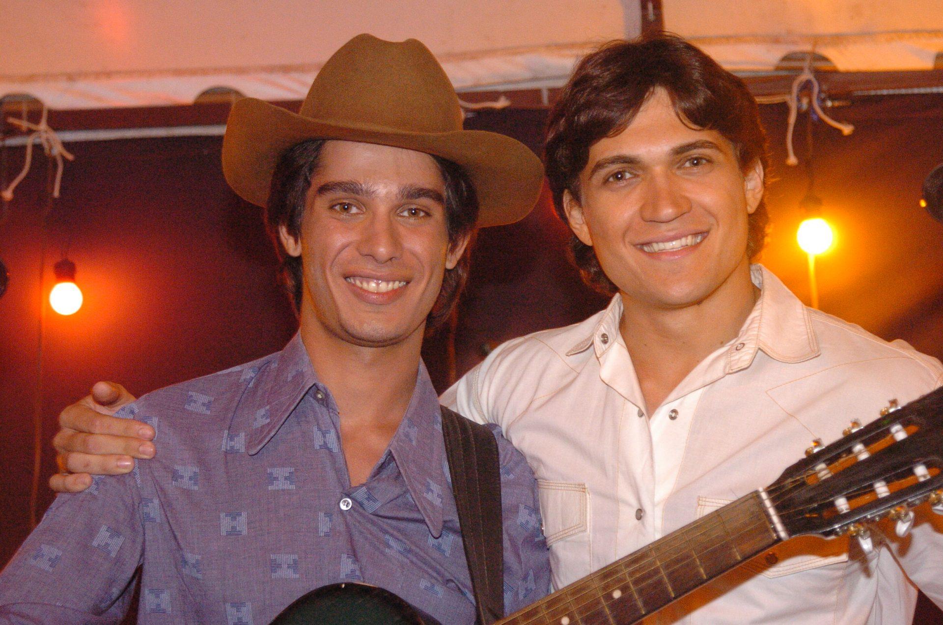 Leandro (Tommy Schiavo) e Leonardo (Eduardo Di Tarso). Foto: Globo/Fabrício Mota