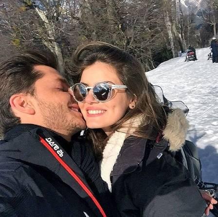 Camila Queiroz e Klebber Toledo em Bariloche. Foto: Reprodução/Instagram