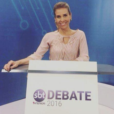 (Foto: A jornalista Andréa Mello, mediadora do Debate pelo SBT Interior/Imprensa/SBT Interior