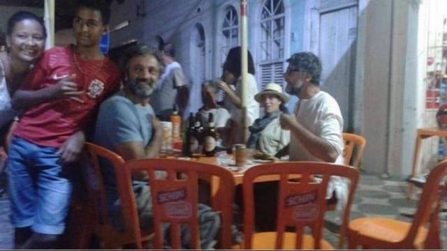 Domingos Montagner posa com moradores de Santo Amaro: últimos registros Foto: reprodução/instagram