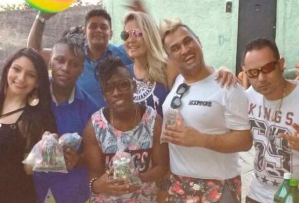 Pepê, Thalyta Santos e Neném em festa com o pai de santo no Rio. Foto: Reprodução