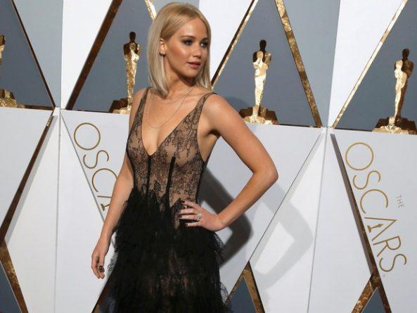 A atriz Jennifer Lawrence no tapete vermelho do Oscar 2016. Foto: Adrees Latif/Reuters