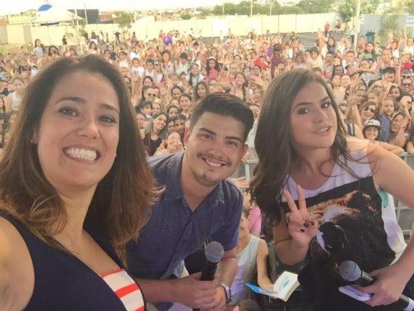 (Foto: Maísa ao lado dos apresentadores do SBT Interior, Mira Filizola e Flávio Zani/ SBT Interior)
