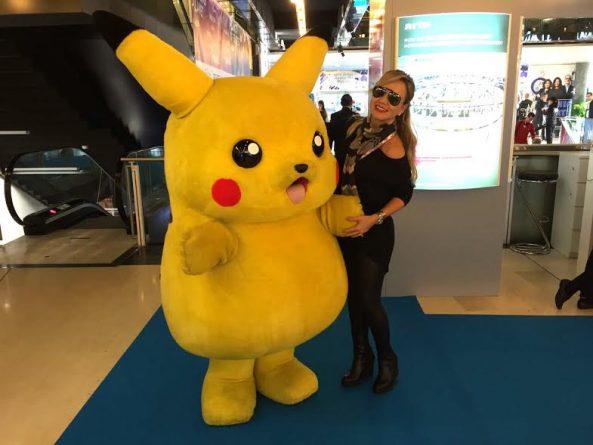 (Foto: Eliana e o personagem Pikachu/Divulgação/SBT)