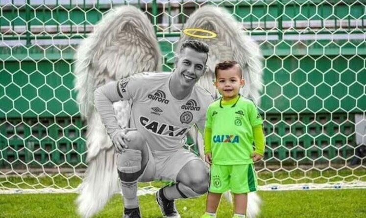 Goleiro da Chapecoense com seu filho ( Foto : Twitter )