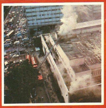 Grande incêndio atingiu a sede da Globo, no Rio, em 1976.