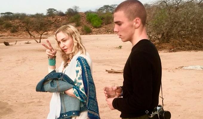 Madonna e o filho Rocco. Foto: Reprodução