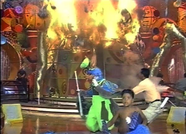 Incêndio em estúdio do Projac causa pânico em gravação do Xuxa Park.