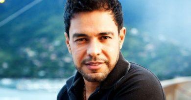 Jornalista revela que Zezé Di Camargo quebrou o pênis com uma amante famosa