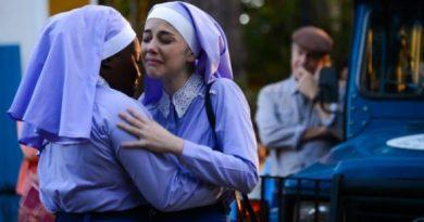 """Cecília abandona vida religiosa e internato em """"Carinha de Anjo"""""""