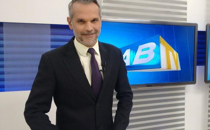 Após oito meses internado, jornalista da Globo recebe alta de hospital