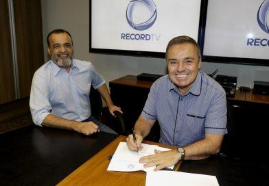 Gugu Liberato renova contrato com a Record TV por mais três anos