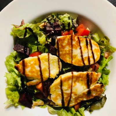 Super Easy Halloumi Salad