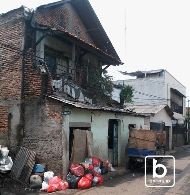 Rumah dan Gerobak Pak Atmaja, Foto Denis Priwanda