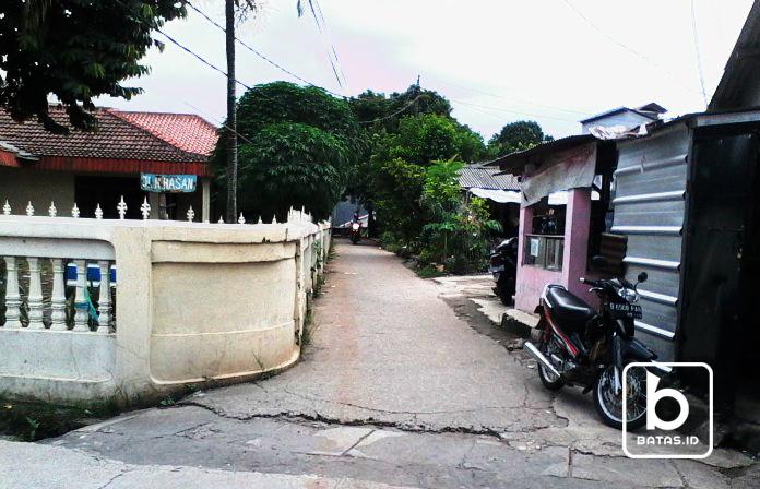 Jalan menuju lokasi, Foto : Denis Priwanda/batas.id