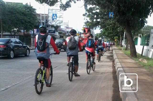 Rombongan biker Sadar Sepeda Jaktim/Foto Denis Priwanda/batas.id