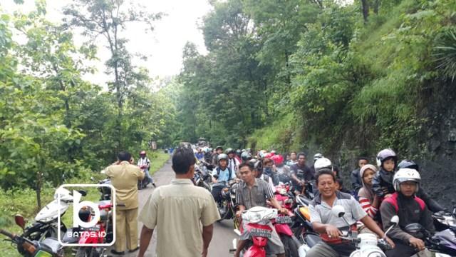 ©batas.id/foto gunawan w/kemacetan yang terjadi dilokasi jalan amblas