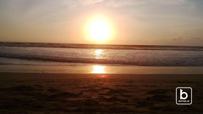 Sunset di Bali, Foto : Suratno/batas.id