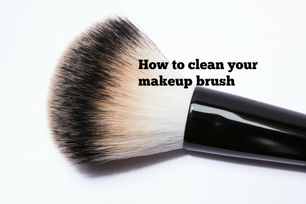 clean-makeup-brush