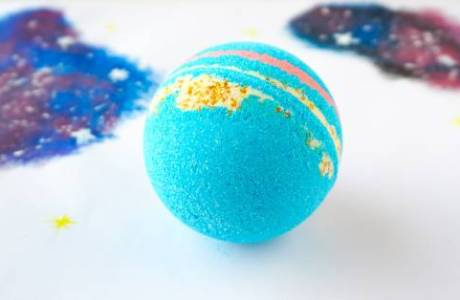 Make Your Own Galaxy Bath Bombs