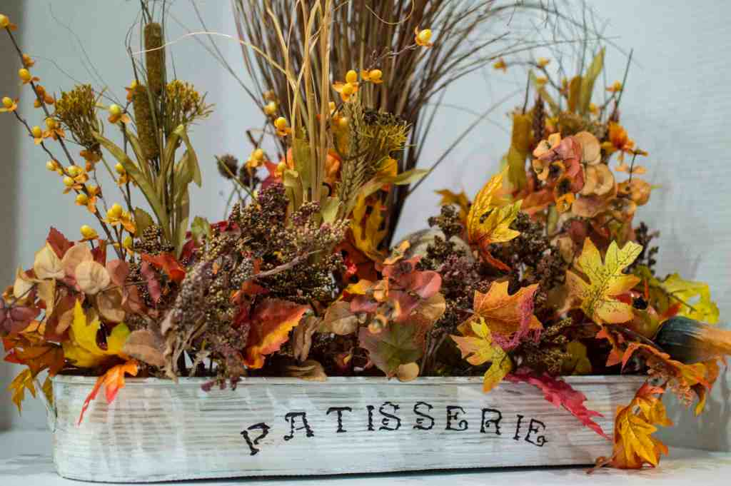 Fall Centerpiece DIY Fall decorating is here! Make your home amazing this fall with these DIY Fall decor ideas. Warm up your space and create something amazing with these Fall and Autumn craft ideas! #diyfalldecor #fallcrafts