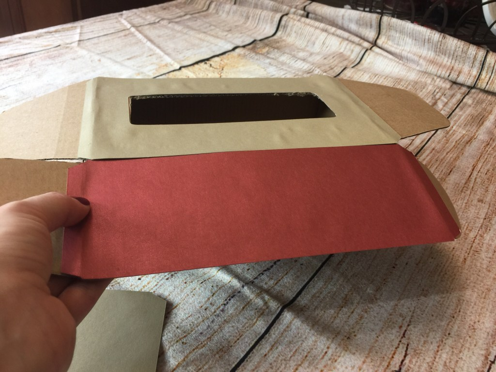 Create an Easy Valentine's Day Box for school. This Valentine's Day box homemade will please you and your child