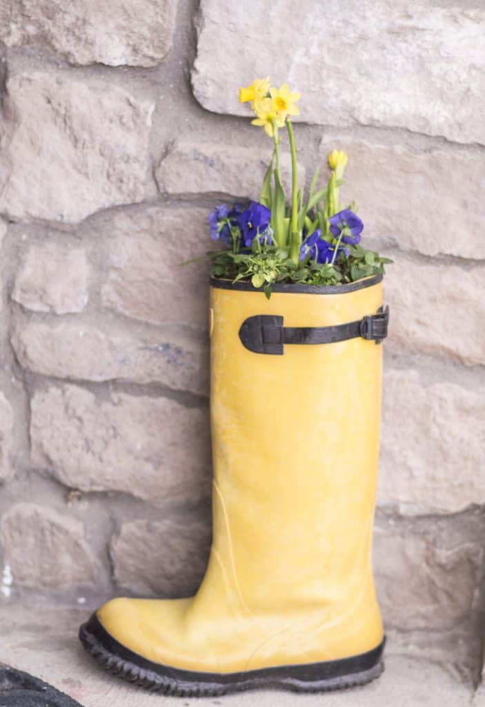 diy spring boot planter