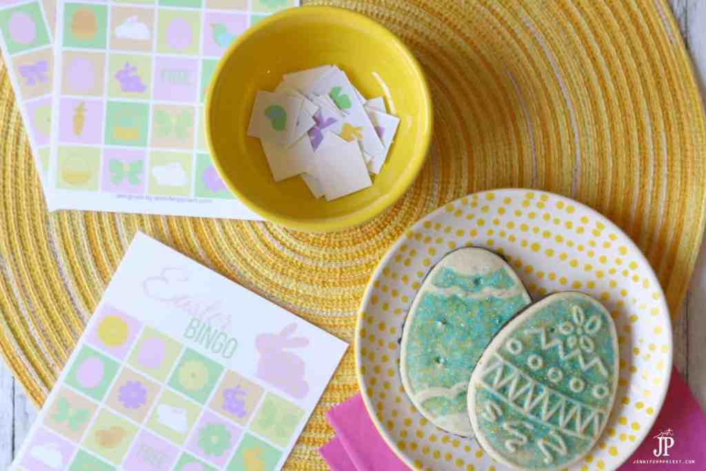 Check out this list of easy Easter crafts that you can do with the entire family. From Easter decorating to dying eggs, this post will get you Easter ready!