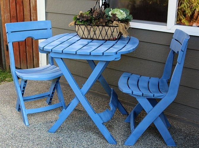 Give your wooden patio a face-lift with spray paint.