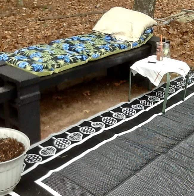 Create a lounge chair for your backyard out of cinder blocks