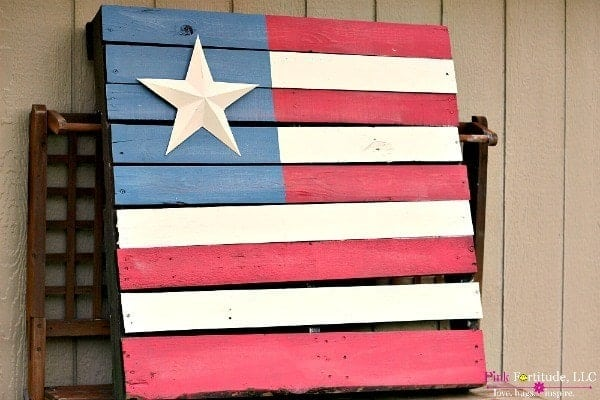 An American flag painted on a palette.